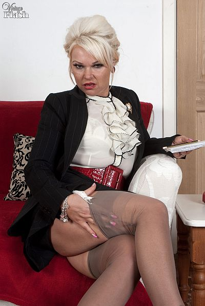 Dirty Business Lady Wanking In Retro Seamed Nylon Stockings And Suspenders Video At Vintageflash