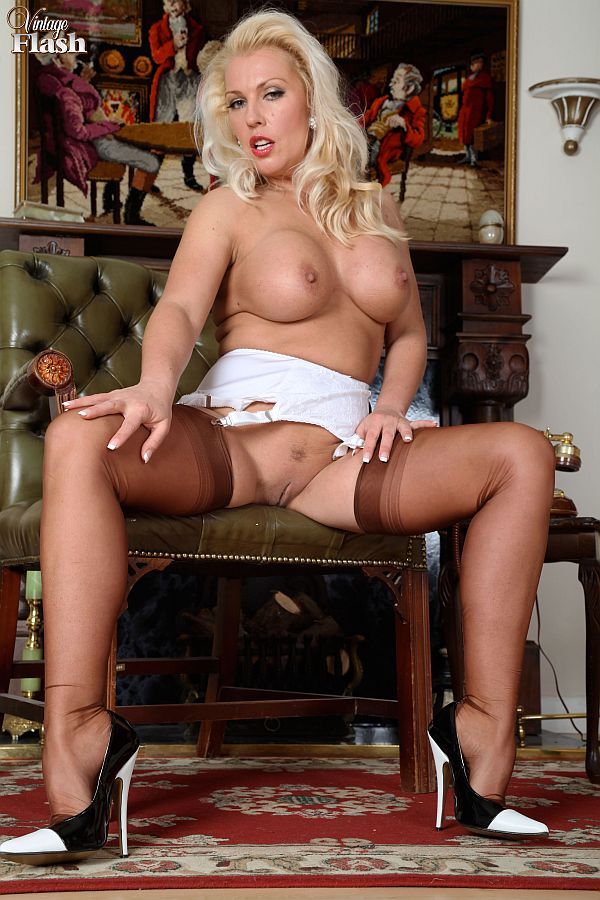 Lana Cox Glamor Blonde In Fully-Fashioned Nylon Stockings And Heels At Vintage Flash